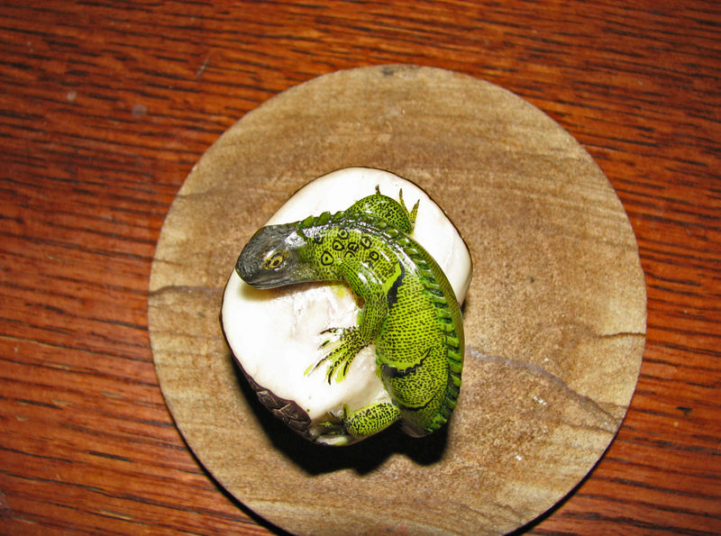 Small reptile carving 1