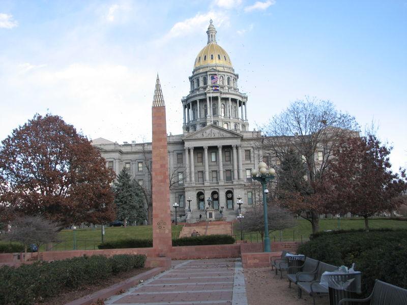Colo. St. Capitol w Vietman Monument