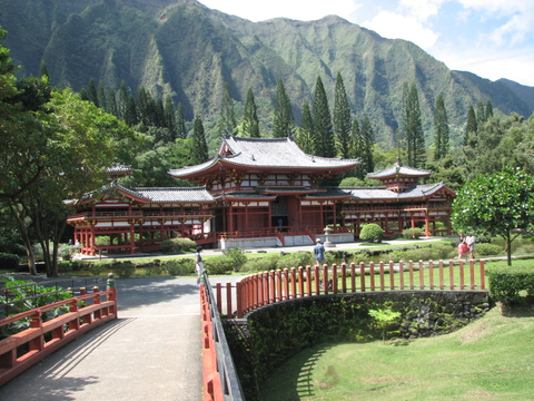 Byodo_in_and_bridge