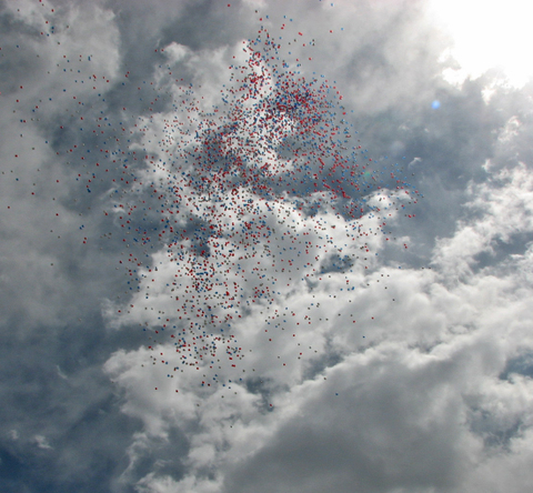 Balloons_in_sky