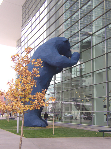 Blue_bear_and_tree