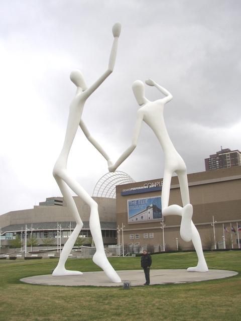 Dancers_w_santiago