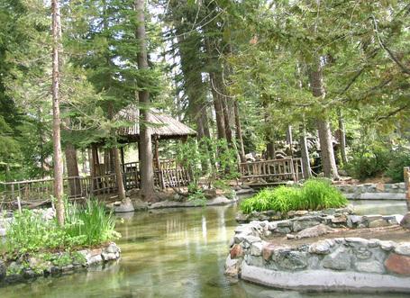 Gazebo_and_pond_at_baldwin_estate