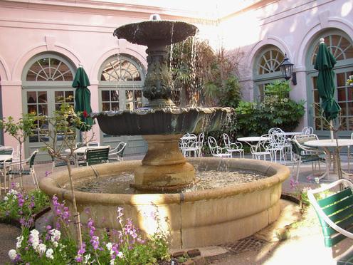 Hills_house_fountain