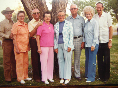 Mom_dad_with_aunts_and_uncles