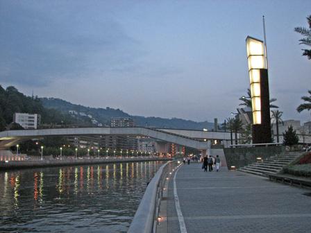 Night_walk_near_guggenheim