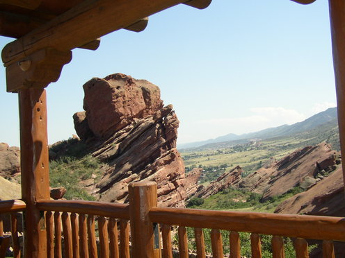Red_rocks_and_hogback