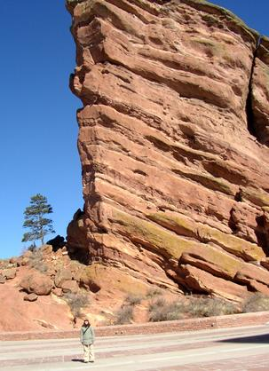 red_rocks_tree_and_wendy.jpg
