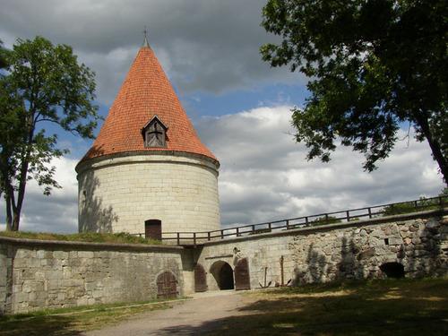 Inside_kuressare_castle