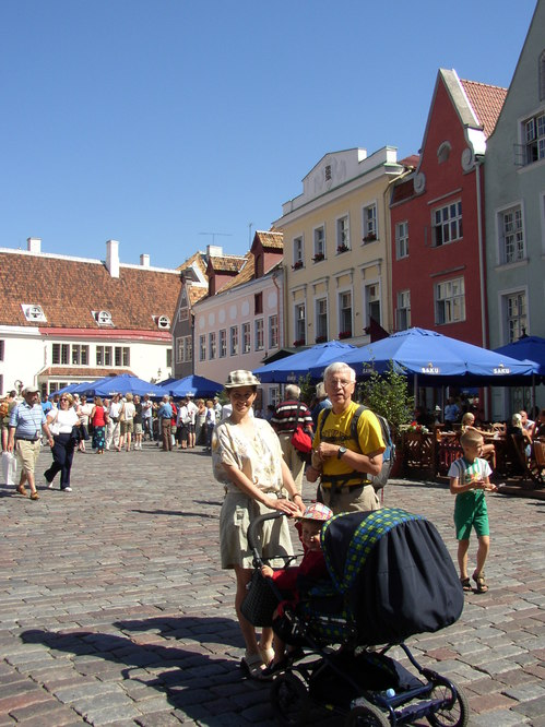 Lucia, Peter and Bob in Tallinn Square
