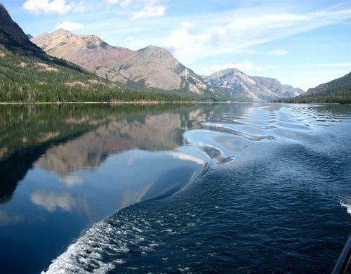 Wake-rippled reflection