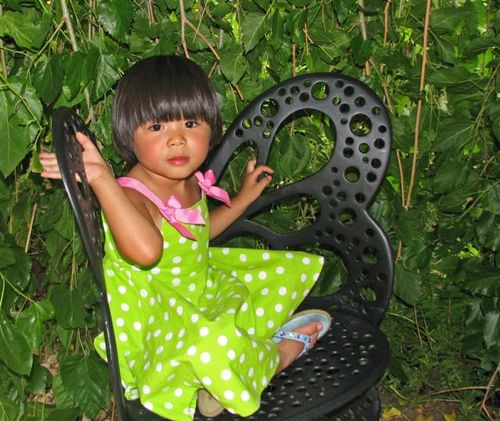 Clio in the butterfly chair at DBG
